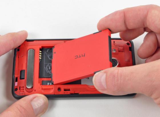 извлечение аккумулятора смартфона