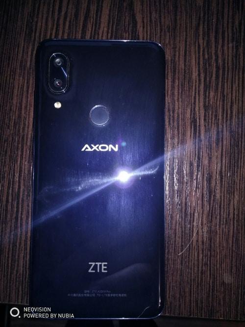 фото телефона с тыльной стороны