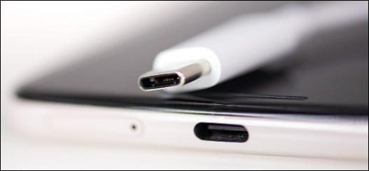 гнездо подключения зарядного устройства на телефоне